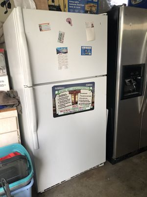 Standard White Refrigerator for Sale in Sanger, CA