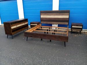 Rooms To Go Brown King Size Bedroom Set for Sale in Tampa, FL
