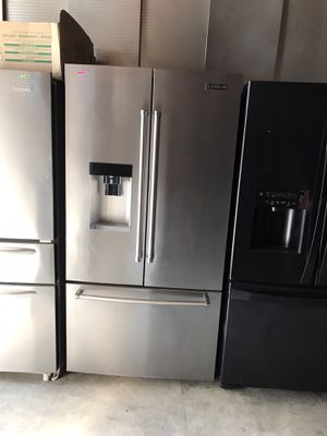JENN AIR STAINLESS STEEL COUNTER DEPTH FRENCH DOOR FRIDGE WITH BLACK INTERIOR & WATER / ICE DISPENSER for Sale in Laguna Niguel, CA
