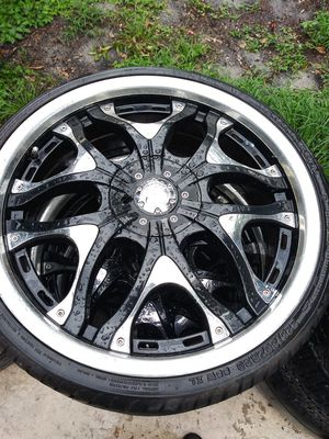 20 inch rims need 3 tires amd 1 center cap sale or trade for rims 18 inch 5 lugs universals or for Sale in Tampa, FL
