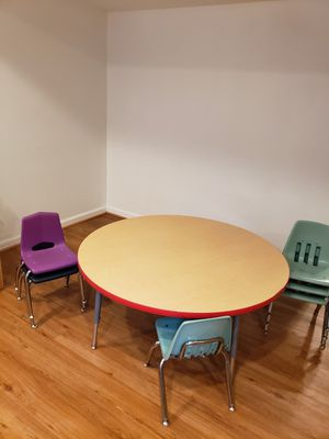 Daycare round table & 6 chairs for Sale in Garrett Park, MD