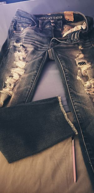 American Eagle crop stretch distressed bluejeans size 00 for Sale in Ruma, IL
