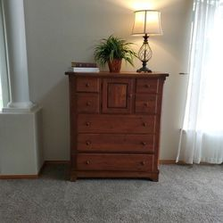 Beautiful Bassett Tall Dresser for Sale in Bonney Lake,  WA