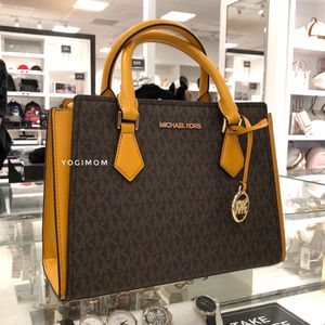 NWT ⭐️AUTHENTIC ⭐️MICHAEL KORS MEDIUM Messenger Crossbody Purse Hand bag Satchel Leather Signature PVC Marigold for Sale in Northville, MI