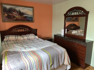 Queen bedroom set without mattress, pick up only for Sale in The Bronx, NY