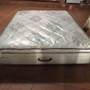 Beauty rest super pillow top all sizes new for Sale in Miami, FL