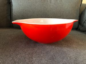 Vintage Red Pyrex 4 quart bowl for Sale in Los Angeles, CA