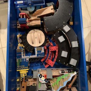 Thomas The Train Table & Drawers for Sale in Miami, FL