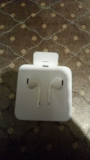 Brand new iPhone plug with cord and Mike for Sale in San Francisco, CA