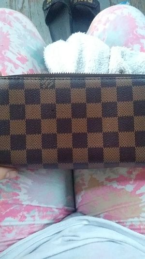 Louis Vuitton wallet for Sale in Cleveland, OH