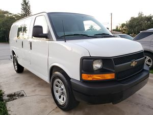 2014 chevy Express 1500 for Sale in Miami, FL