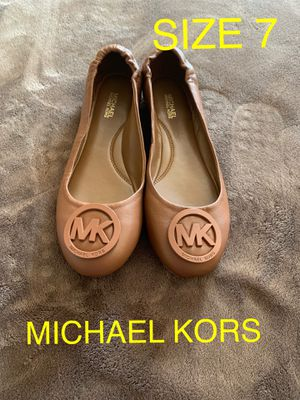 MICHAEL KORS SIZE 7 $60 Dlls NUEVO ORIGINAL for Sale in Riverside, CA