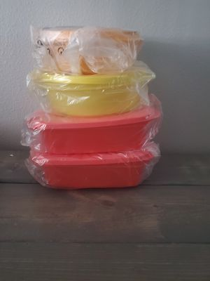 Tupperware crystal wave set for Sale in Palm Harbor, FL