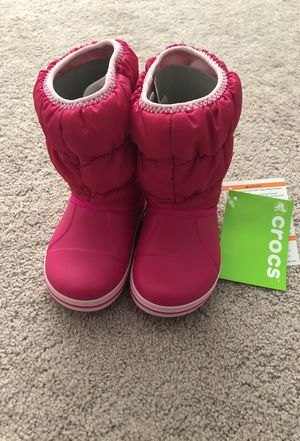 Crocs Snow boots for toddlers size 7 for Sale in Philadelphia, PA