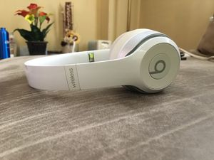 Beats solo wireless for Sale in Springfield, PA