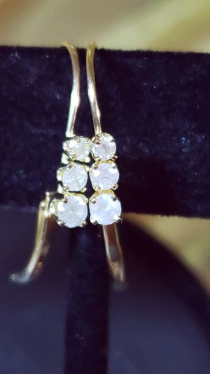 14K Yellow Gold Three Diamond Lever Back Earrings for Sale in Bellevue, WA