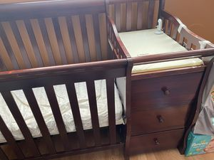 Baby crib for Sale in Cleveland Heights, OH