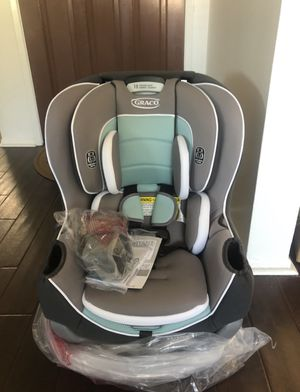 Graco Extend2Fit Convertible Car Seat. Never been used. for Sale in Irvine, CA