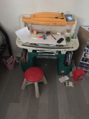 Kids Desk and Chair for Sale in Grand Prairie, TX