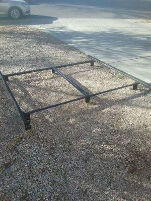 5 pc King size metal bed frame no wheels or risers for Sale in Gilbert, AZ