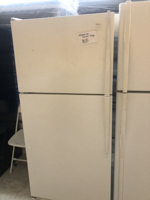 Whirlpool top freezer fridge in excellent condition for Sale in Laurel, MD