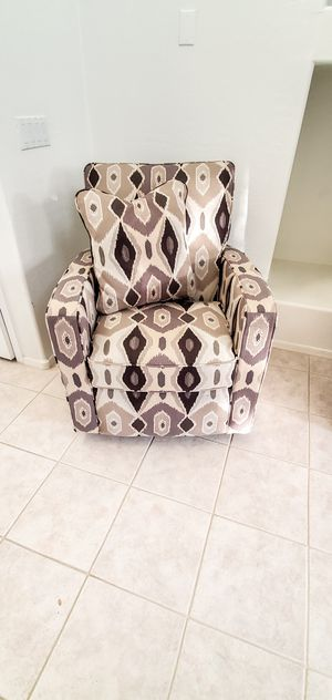 La-Z-Boy Accent Chair w/ 2 pillows for Sale in Scottsdale, AZ
