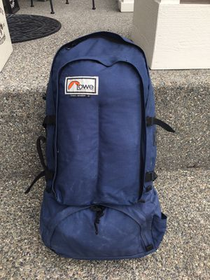 Lowe internal frame backpack for Sale in Snohomish, WA