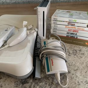 Nintendo Wii Bundle for Sale in Massapequa, NY