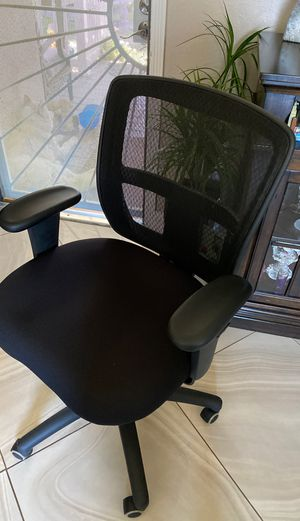 New black office mesh back chair for Sale in Norwalk, CA