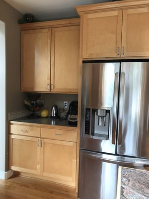 Maple Kitchen Cabinets good condition for Sale in Snohomish, WA