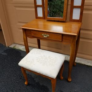 Beautiful Solid Wood Vanity Table With Adjustable Mirror/ Pictures Frames/ Jewelry Armoire And Stool ,Great Condition for Sale in Everett, WA