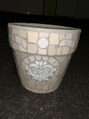 Medium/small Flower pot for Sale in Atascadero, CA