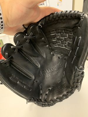 "Spaulding full Kip Leather LHT Pitchers Glove 12"" new baseball for Sale in Pompano Beach, FL"
