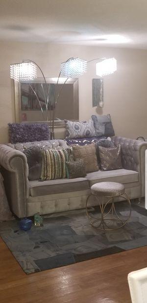 Velvet Blush Victorian Couch for Sale in Houston, TX