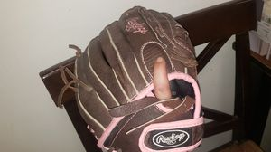 RAWLINGS girls fast pitch softball glove for Sale in Peabody, MA
