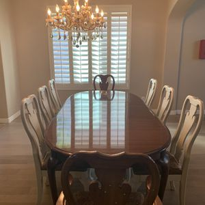 BEAUTIFUL Thomasville Dining Table, Chairs and Hutch for Sale in Chandler, AZ