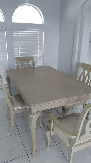 Dinning table with 6 chairs..... for Sale in Pompano Beach, FL