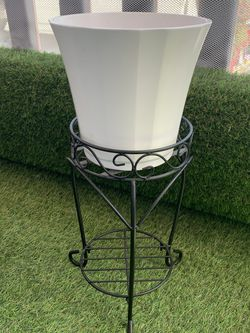 Planter & Stand for Sale in Los Angeles,  CA