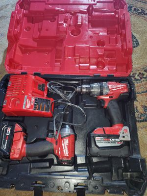 Taladros Milwaukee m18 fuel con batería 9•o for Sale in Alexandria, VA