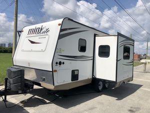 2015 rv travel trailer 21ft for Sale in Miami, FL