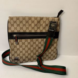 Gucci sling crossbody bag for Sale in Long Beach, CA