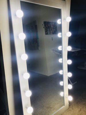 New HOLLYWOOD MIRROR FULL BODY for Sale in Downers Grove, IL
