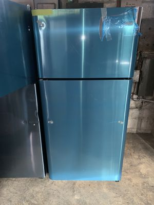 New scratch & dent FRIGIDAIRE top freezer refrigerator in excellent conditions for Sale in Baltimore, MD