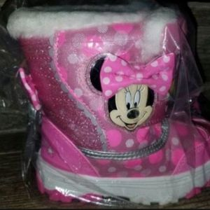Toddler snow boots size 10 or 11 for Sale in Riverside, CA