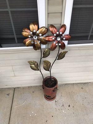 Big flowers. Flower pot for Sale in Murfreesboro, TN