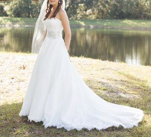 White & Ivory Lace Wedding Dress—Allure Bridals Romance 2909 (Size 8) for Sale in Orlando, FL