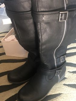 Womens Black Boots Size 7 1/2 for Sale in Philadelphia,  PA