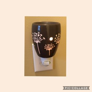 Scentsy Plug-In Warmer Retired for Sale in Rowland Heights, CA