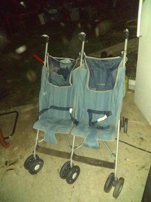 Double baby stroller for Sale in Hesperia, CA