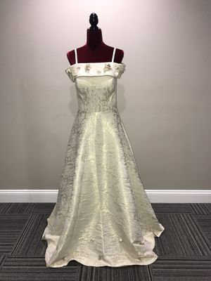 Gold/ivory prom party wedding evening gown size 8 for Sale in St. Louis, MO